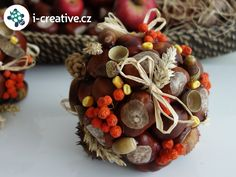 podzimní dekorace - koule z přírodnin Christmas Crafts For Kids, Christmas Projects, Simple Christmas, Christmas Ornaments, Mushroom Crafts, Fall Decor, Stuffed Mushrooms, Decoration, Autumn