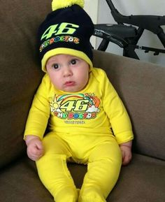 The untimate fan of all time! Foto Valentino Rossi, Family Get Together, Vr46, Cute Kids, Biker, Baby Kids, Parents, Sky, Everything