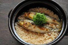 「鮎ごはん(鮎めし・鮎飯)」 見た目のインパクト抜群で、バーベキューやおもてなしにもぴったりの炊き込みご飯。6月から旬を迎える鮎を豪快にいただきましょう。
