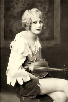 Kay English, Ziegfeld girl, performed for the Ziegfeld Theatre 1927-31. Photo (1929) by Alfred Cheney Johnston.