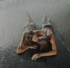 Couples Kissing In The Rain   ... Wallpapers Collection: romantic-couple-kissing-in-rain-wallpaper