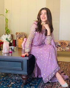 Desi Wedding Dresses, Pakistani Formal Dresses, Pakistani Fashion Casual, Pakistani Dress Design, Pakistani Outfits, Indian Wedding Outfits, Indian Outfits, Indian Fashion, Indian Dresses