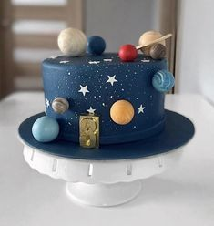 Pretty Birthday Cakes, Themed Birthday Cakes, Pretty Cakes, Cute Cakes, Themed Cakes, Solar System Cake, Planet Cake, Galaxy Cake, Fathers Day Cake