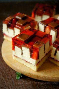 """Сообщество """"ЛЮБЛЮ ГОТОВИТЬ ВКУСНОЕ"""". Пироженое ПТИЧЬЕ МОЛОКО С КЛУБНИКОЙ (бисквит, конфеты, сметанный крем, клубника, желе), Блог пользователя tgkh"""