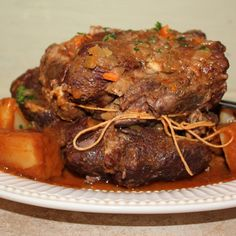 A delicious version of this comfort food classic. Simple and tasty - perfect for family gatherings. Beef Recipes, Cooking Recipes, Healthy Recipes, Recipies, Protein Recipes, Cooking A Roast, Crock Pot Cooking, Emeril Essence Recipe, Emeril Lagasse Recipes