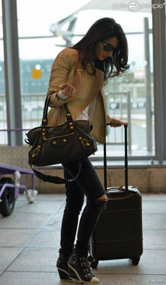 Amal at Heathrow. Weekend Style, Weekend Wear, Grace Kelly, Daily Fashion, Everyday Fashion, Audrey Hepburn, Amal Clooney, George Clooney, Cool Outfits