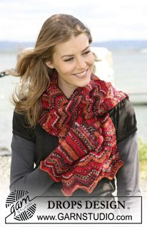 """The set consist of: DROPS scarf and gloves with a zig-zag pattern in """"Fabel"""". ~ DROPS Design"""