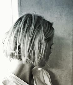 Trend hairstyle: All are now wearing the Petit Bob - Frisur - Frisuren Good Hair Day, Great Hair, Short Bob Hairstyles, Pretty Hairstyles, Fashion Hairstyles, Bob Haircuts, Balayge Blond, Pelo Guay, Short Hair Cuts