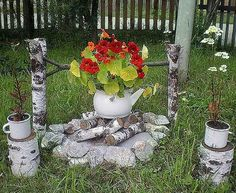 flower garden from the kettle Diy Garden Projects, Garden Crafts, Gothic Garden, Garden Whimsy, Garden Nursery, Garden Styles, Yard Art, Lawn And Garden, Flower Pots