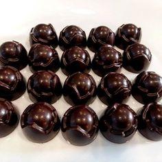 %80 Ekvator kakao içeren Türk Kahveli Krokanlı nefis taze gurme çikolata 750 gram. Türkiye'nin her yerine kargo ile.