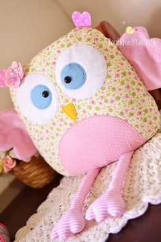 Atelier - Boutique D' Caroline Pillow Pals, Owl Pillow, Baby Pillows, Kids Pillows, Animal Pillows, Throw Pillows, Fabric Animals, Sock Animals, Sewing For Kids