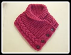 Knitted neckwarmer with buttons - free knitting pattern in Swedish. Not crochet but great idea Baby Knitting Patterns, Loom Knitting, Free Knitting, Crochet Patterns, Poncho Patterns, Knitting Machine, Knit Or Crochet, Crochet Scarves, Crochet Stitches