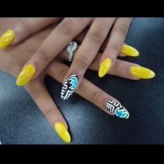 Cute yellow nails