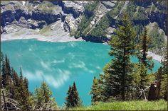 Der Oeschinensee liegt oberhalb von Kandersteg. Sein Wasserspiegel liegt durchschnittlich auf einer Höhe von 1'578 m.  The lake Oeschinen lies above Kandersteg.  Its water level is average at an altitude of 1'578 m.  Le lac Oeschinen situé au-dessus de Kandersteg. Son niveau d'eau est en moyenne à une altitude de 1'578 m.  El lago Oeschinen encuentra por encima de Kandersteg. Su nivel de agua es normal en una altitud de 1'578 m. Homeland, Switzerland, Mountains, Nature, Travel, Beautiful, Lakes, Mirrors, Naturaleza