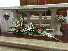 flores : fóruns | O Nosso Casamento Altar Flowers, Church Flowers, Arte Floral, My Flower, Communion, Flower Designs, Floral Arrangements, Decoration, Floral Wreath