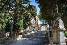 Escalera de subida al Santuario de la Virgen de Sant Salvador Artá #Mallorca #Spain #travelphotography
