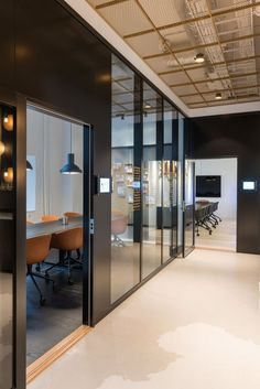 Modern Home Office Design is totally important for your home. Whether you pick the Office Design Corporate Workspaces or Office Design Corporate Interiors, you will make the best Modern Office Design Home for your own life. Corporate Office Design, Small Office Design, Cool Office Space, Small Room Design, Corporate Interiors, Office Workspace, Office Interior Design, Office Interiors, Office Designs