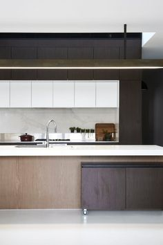 As a celebration of multi-generational living, St Kilda House by Taylor Knights Architects is conceived from a place of connection. Perth, Timber Kitchen, Australia House, Minimal Kitchen, Best Kitchen Designs, Kitchen Ideas, Home Additions, House And Home Magazine, Interactive Design