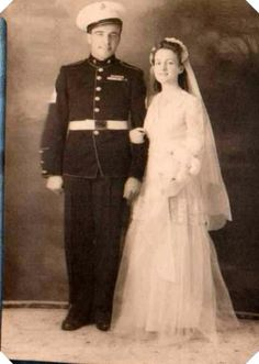 vintage everyday: Vintage Soldier Wedding – 50 Lovely Photos Capture Married Couples in the Second World War