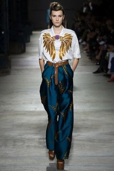 The complete Dries Van Noten Spring 2016 Ready-to-Wear fashion show now on Vogue Runway. Fashion Week, Look Fashion, Runway Fashion, Spring Fashion, High Fashion, Fashion Show, Womens Fashion, Fashion Design, Fashion Trends