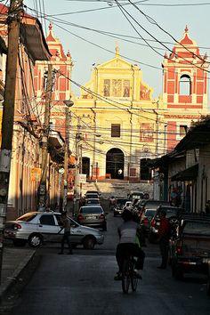 Leon - Calle Central Ruben Dario & Iglesia El Calvario, Nicaragua