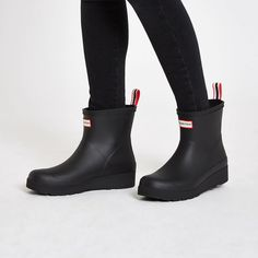 Shop our new Hunter Play black short wellington boots at River Island today. Womens Fall Boots, Hunter Boots Outfit, Fashionable Snow Boots, Wellington Boot, Shoe Boots, Ladies Boots, River Island, Short Hunter Rain Boots, Black Rain Boots