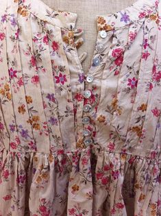 fun and summery Sleeves Designs For Dresses, Neck Designs For Suits, Dress Neck Designs, Pakistani Fashion Casual, Pakistani Dresses Casual, Pakistani Dress Design, Stylish Dresses For Girls, Stylish Dress Designs, Simple Dresses