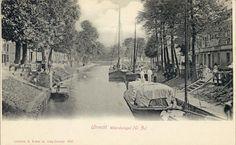 Gezicht op de Stadsbuitengracht te Utrecht met rechts de voorgevels van enkele huizen aan de Van Asch van Wijckskade.1899-1905