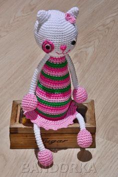 bandorka: Kočička Lucinka Crochet Hats, Christmas Ornaments, Holiday Decor, Handmade, Knitting Hats, Hand Made, Christmas Jewelry, Christmas Decorations, Christmas Decor