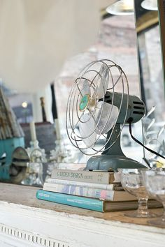 I heart vintage fans!  (I have a lilac one!)