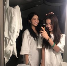 ) tus propias imágenes y videos en We Heart It Ulzzang Korean Girl, Ulzzang Couple, Bff Goals, Best Friend Goals, Korean Best Friends, Girl Friendship, Cute Lesbian Couples, Girl Couple, Uzzlang Girl