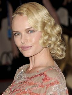Kate Bosworth has one blue eye and one eye that is both hazel and blue!