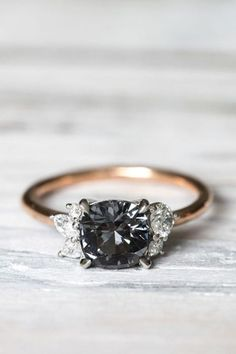 Black Diamonds Engagement Ring | Unique Jewelry | Wedding Jewellery Inspiration | Rose Gold | Dark Diamonds | HOORAY! Mag