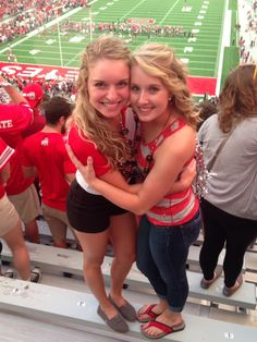 Twins Sara & Rachel