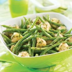 Perfect Picnic Green Bean and Potato Salad: Adding the vinegar-based dressing to just-boiled potatoes lets the potatoes soak up all the flavour. Eat warm right after making, or chill and pack for a picnic- no spoiled mayo to worry Summer Recipes, New Recipes, Vegetarian Recipes, Cooking Recipes, Favorite Recipes, Healthy Recipes, Vegan Vegetarian, Side Recipes, Vegan Food