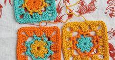 Viimeisiä viedään ... Tämän viikon kukkanen löytyi taas vanhasta Novita -lehdestä ... Ja tuo ihana taustakangas on Mokosta löytynyt... Crochet Squares, Crochet Motif, Crochet Hats, Granny Squares, Yarn Crafts, Crochet Earrings, Textiles, Colours, Pattern