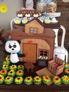 Marsha and the bear party Festa Marsha e o urso para os 4 anos da Anália!! Casa do Urso e pinguim em feltro.