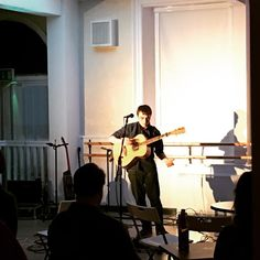 Headliner Darren Hodge takes the stage at the Victoria Hall Acoustic Sessions! #music #livemusic #victoriahall #radstock #acoustic