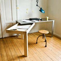 mesa-moderna-plegable. Maravillosa idea para ahorrar y ganar espacio.