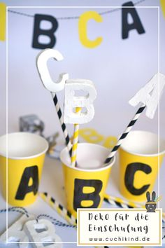 Dekorations-Ideen für die Einschulungsparty. ABC aus Fimo als Anhänger und auf Papierstrohhalmen für der ersten Schultag. Eine Buchstabengirlande für das Schulkind. Mit Vorlage zum Runterladen. Alles für die Einschulungsfeier.  #einschulung #einschulungsfeier #einschulungsparty #ersterschultag #schulkind #firstdayofschool #fimo #bäckergarn #abc #papierstrohhalme