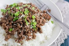 FODMAP IT!™ Super Quick Low FODMAP Korean Beef recipe: Tangy, sweet and salty flavors combine in this super easy ground beef dish. If you have rice already made, dinner will be on the table in no time. Ground Beef Dishes, Ground Beef Recipes, Korean Beef, Beef And Rice, Bulgogi, Fodmap Recipes, Low Fodmap Foods, Le Diner, Saveur