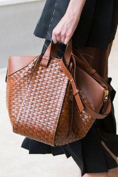 Loewe Spring 2017 Shared by Career Path Design Tote Handbags, Purses And Handbags, Leather Handbags, Leather Bag, Tote Bags, Brown Leather, Bucket Bag, Beautiful Bags, Beautiful Handbags