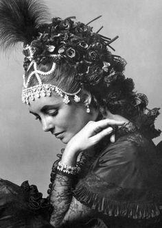 Elizabeth Taylor, 1971. Ph: Cecil Beaton