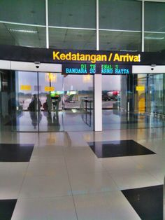 """See 30624 photos from 411641 visitors about airports, coffee, and liver. """"Long runway 2 paralel runways (but still it feels very crowded. Gif Instagram, Instagram Story, Airport Terminal 3, Bali, Fake Pictures, Fake Photo, Photos Tumblr, Tumblr Photography, International Airport"""