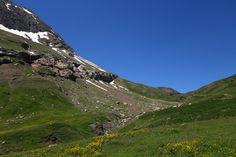 Al fondo, la collada de la Paúl (2039 metros)