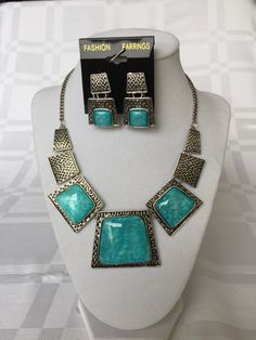 Blue necklace and erring set (Beautiful) $25.00