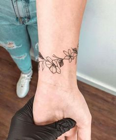 Vine Tattoos, Arrow Tattoos, Leg Tattoos, Flower Tattoos, Small Tattoos, Tatoos, Xo Tattoo, Wrist Band Tattoo, Piercing Tattoo