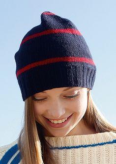 Blaue Mütze mit roten Streifen selber stricken mit einer Strickanleitung aus Rebecca- mein Strickmagazin und dem ggh-Garn MUSSANTE (37% Wolle, 30% Viskose, 20% Polyamid, 8% Angora, 5% Cashmere). Garnpaket zu Modell 24 aus Rebecca Nr. 57