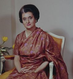 Indira Gandhi, When I was a schoolgirl in Delhi, our school was called upon to be part of the welcome for the visiting Soviet leader – we are probably part of some long… Rajiv Gandhi, Sonia Gandhi, The Iron Lady, Indira Gandhi, Asian History, Durga, India Beauty, Beauty Women, Frame Gallery