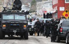 El despliegue policial de Watertown, en imágenes - RTVE.es http://www.rtve.es/mediateca/fotos/20130419/despliegue-policial-watertown-imagenes/110335.shtml